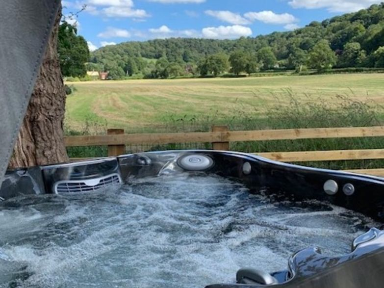 Hot Tubs vs Jacuzzi® Hot Tubs